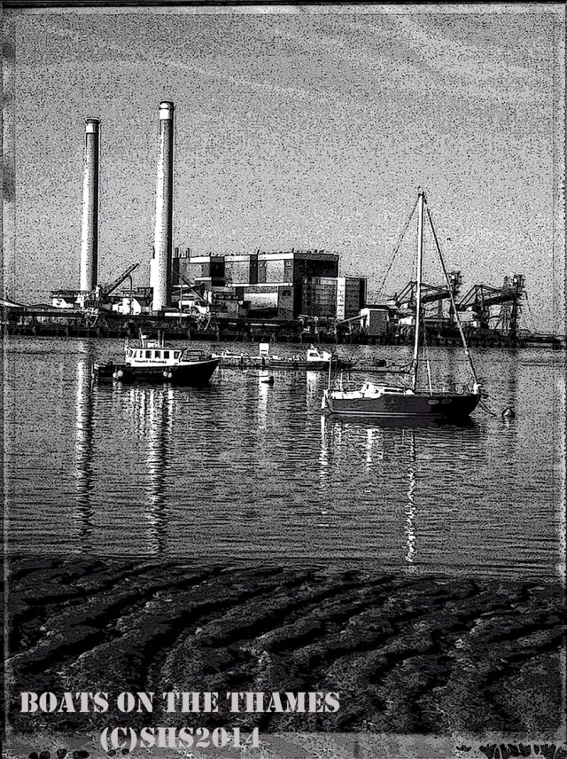 Black and White photograph of the thames by susan sheldon Nolen